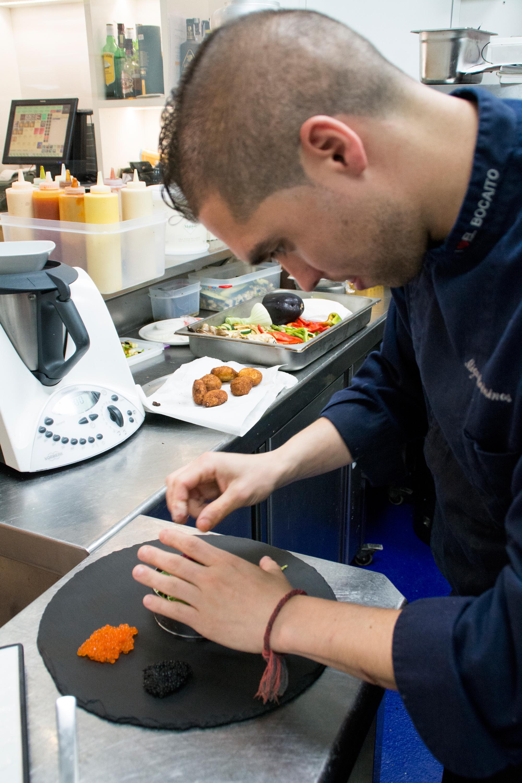 Miguel_cocinando